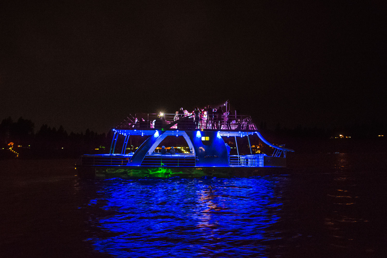 nighttimepartyboat